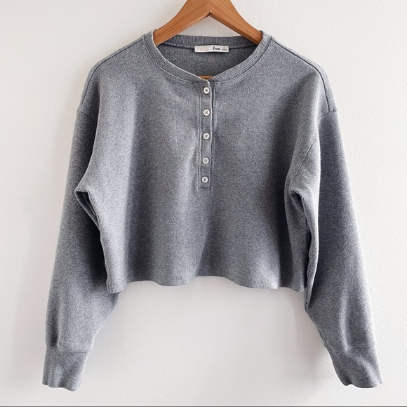 Aritzia Wilfred grey Mavis T-Shirt Cropped Henley